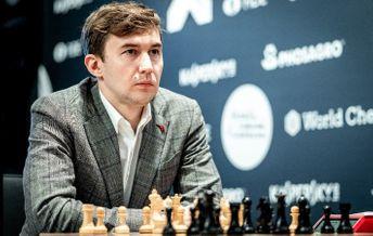 Сергей Карякин за шахматной доской
