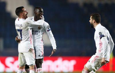 Ферлан Менди празднует победный гол в ворота ФК «Аталанта»