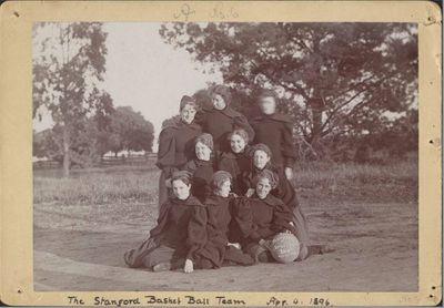 Первые женские команды по баскетболу