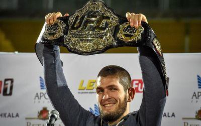 Хабиб Нурмагомедов с поясом UFC