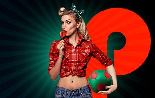 Девушка с футбольным мячом нафоне логотипа БК «Пин-ап»